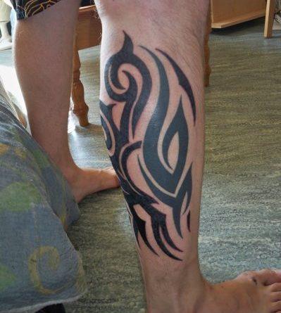 Tatouage Tribal Homme Mollet Young Planneur
