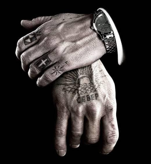 Idee tatouage main homme